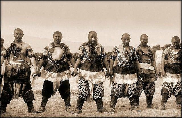 mongol_warriors_traditional_dress