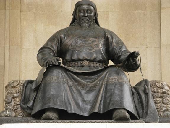 genghis-khan-statue-110208-01