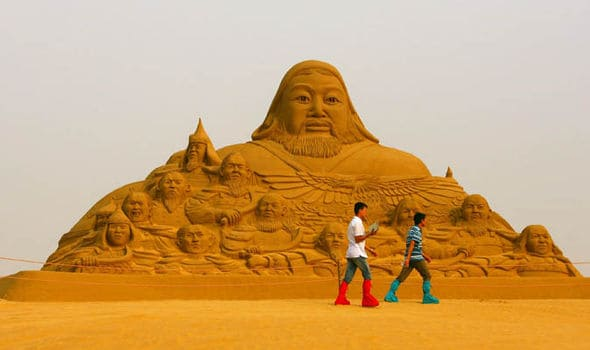 sand-sculpture-of-genghis-khan-319371