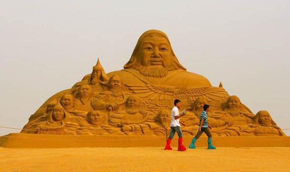 sand-sculpture-of-genghis-khan-319371